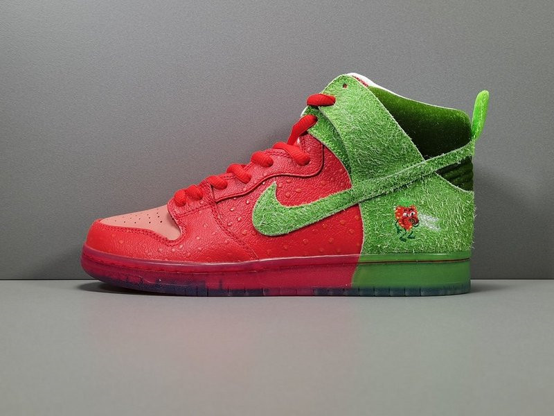 Nike SB Dunk HighStrawberry Cough